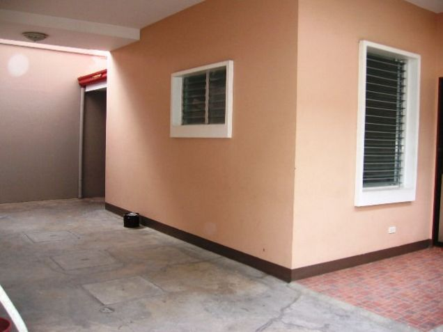 4 Bedrooms Apartment Semi Furnished in Mabolo - 9