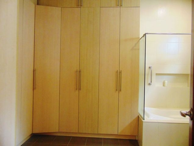 House for Rent in Banilad, Cebu City 4-Bedrooms unfurnished with air-condition units - 1