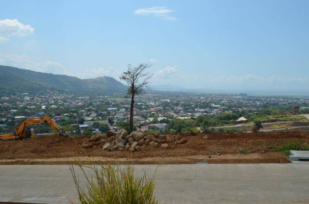 Residential lot on top with a view of Laguna Bay - Sunnyville East Manor - 1