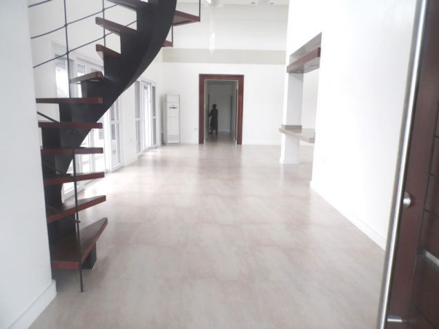 4 Bedroom House with Swimming pool for rent - 100K - 2
