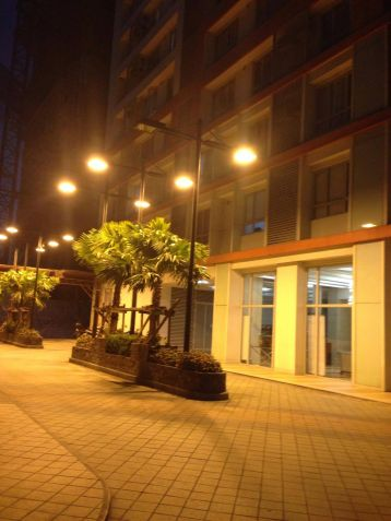 Furnished and Very affordable Studio condo unit near Boni Mrt Station and Cybergate. - 1