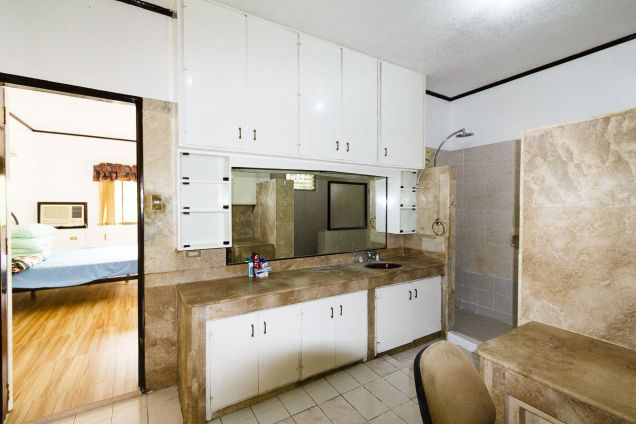 5 Bedroom House with Swimming Pool for Rent in Maria Luisa Park - 1
