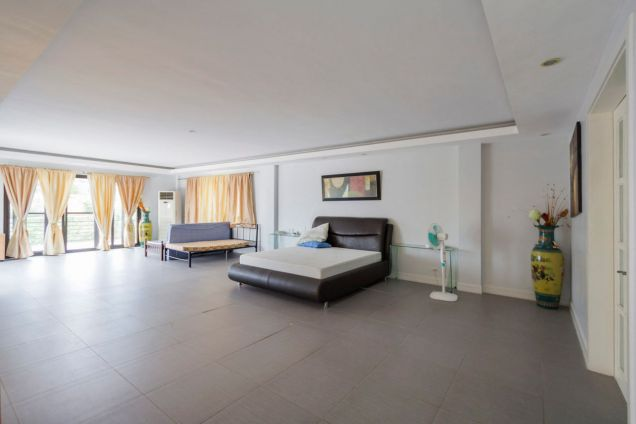 Spacious 7 Bedroom House with Swimming Pool for Rent in Maria Luisa Park - 3