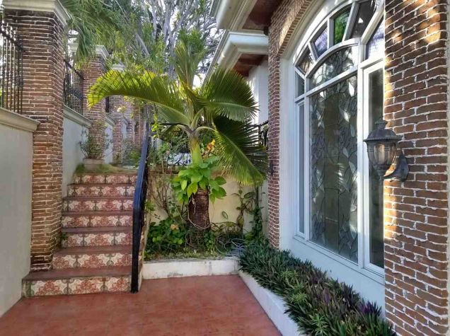 5 Bedroom House for Rent with Swimming Pool in Maria Luisa Estate Park - 6