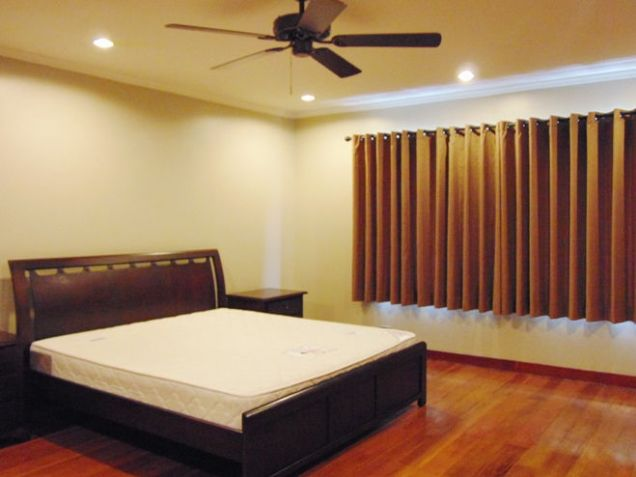 6 Bedroom House in Banilad Furnished - 9