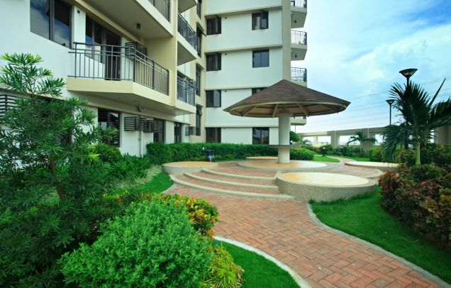 2 Bedroom End Unit Cypress Towers in Taguig near Acacia Estates, BGC, Mckinley - 8