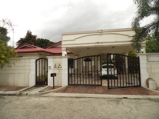 4 Bedroom Spacious Bungalow House with Big yard for Rent in Angeles City - 0