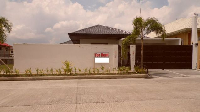 Bungalow House With Swimming Pool For Rent In Angeles City - 0