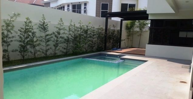 House and lot with 4 bedrooms & swimming pool in Angeles FOR RENT @130K - 4