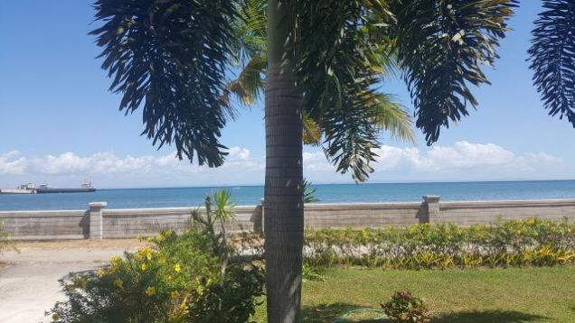 For Rent Gorgeous 4 Bedrooms Beach House in Minglanilla Cebu - 1