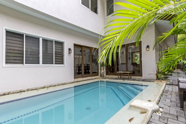 4 Bedroom House with Swimming Pool for Rent in Maria Luisa Park - 4