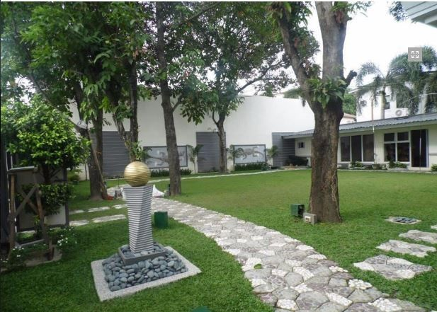 Bungalow House with Spacious yard for rent - 1