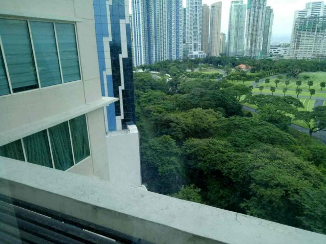 FOR SALE 2 BR in Fifth Avenue , BGC,Taguig City - 8