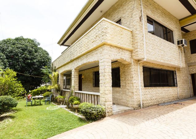 5 Bedroom House with Swimming Pool for Rent in Maria Luisa Park - 0