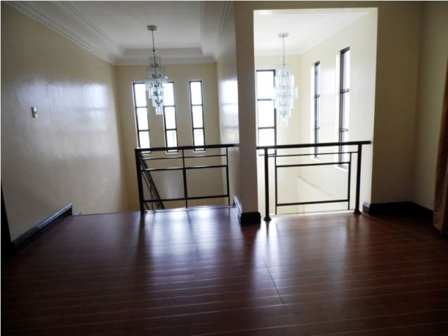 Modern House with 4 Bedroom for Rent in Hensonville Angeles City - 2