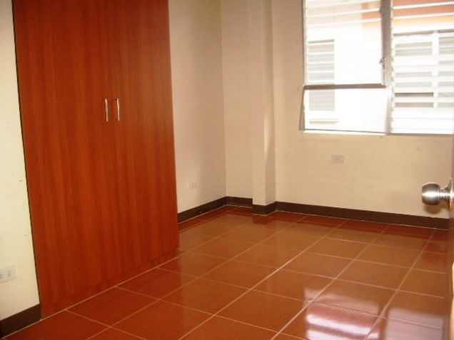 4 Bedrooms Apartment Semi Furnished in Mabolo - 8