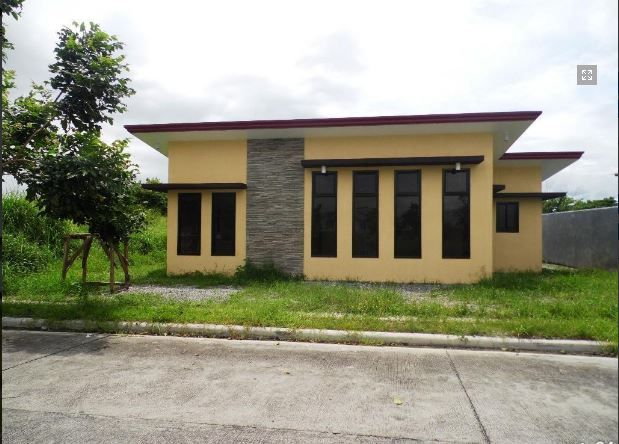 This Bungalow House with Spacious Living room at P 25,000 - 6