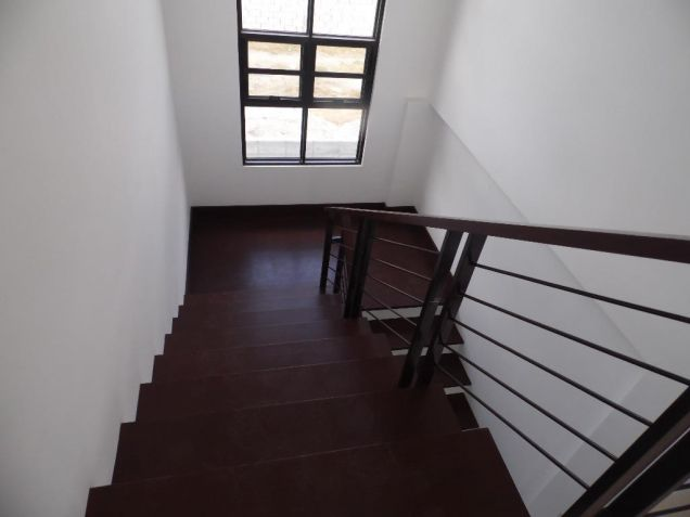 4Bedroom House & Lot For Rent In Hensonville Angeles City... - 4
