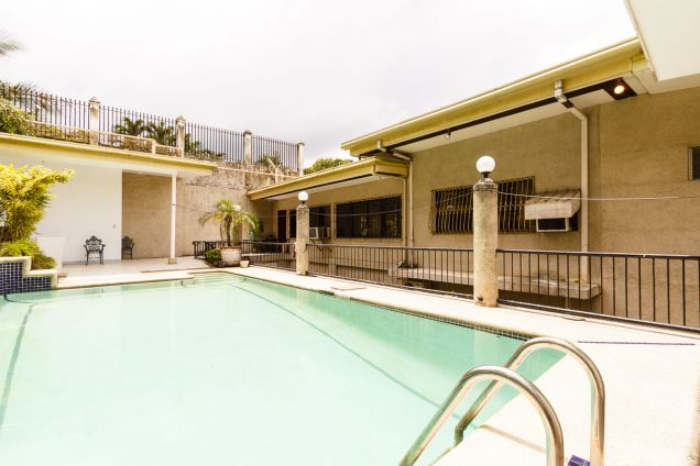 5 Bedroom House with Swimming Pool for Rent in Maria Luisa Park - 2