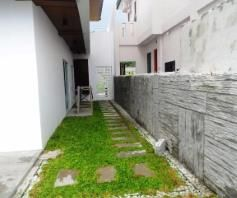 W/ private swimming pool 2 Storey House & Lot For RENT In Hensonville Angeles - 1