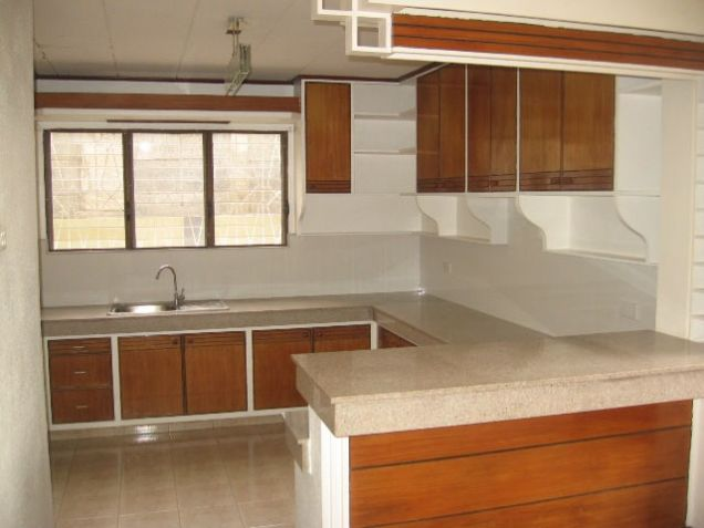 5-Bedroom House in Banilad with Swimming Pool Semi Furnished - 1