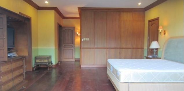 For Rent Five Bedrooms House with Pool in Maria Luisa Estate Park - 5