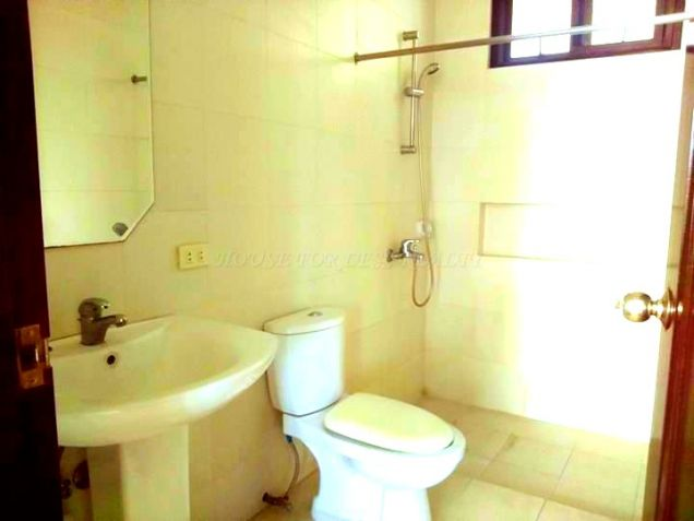 Unfurnished House With Back Garden For Rent In Angeles City - 2