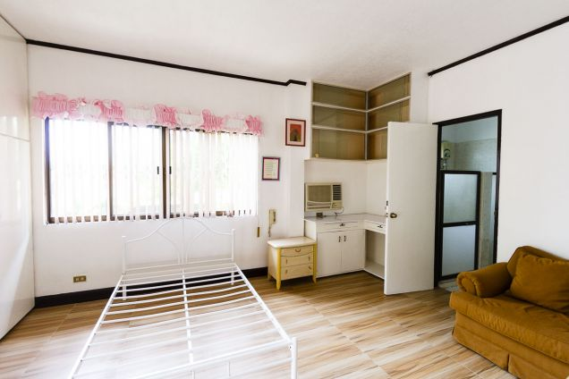 5 Bedroom House with Swimming Pool for Rent in Maria Luisa Park - 5