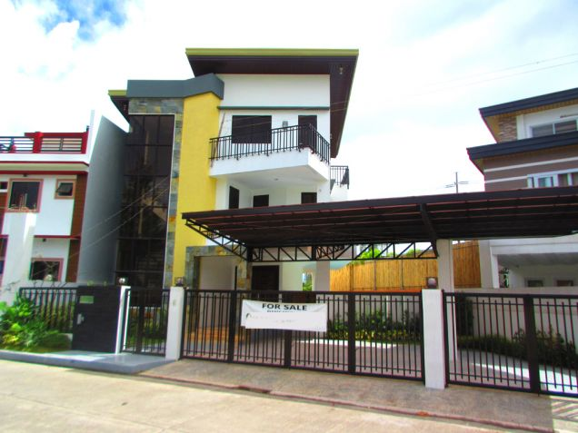 swimming pool house and lot for sale in greenwoods cainta pasig city