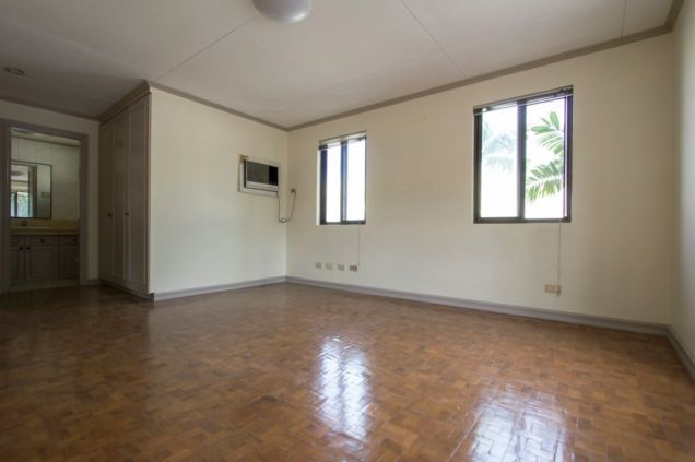 Unfurnished 4 Bedroom House for Rent in Maria Luisa Park - 9