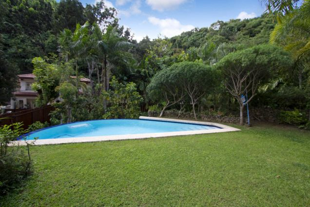 Spacious 3 Bedroom House with Swimming Pool for Rent in Maria Luisa Park - 9