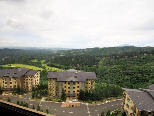 Tagaytay Highlands: Php 28,051,000 Mahogany (Woodridge Place Condominium) Floor Area: 212.24 sqm, - 1
