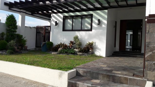 Three Bedroom Fully Furnished House and Lot with Swimming Pool For Rent in Hensonville - 0