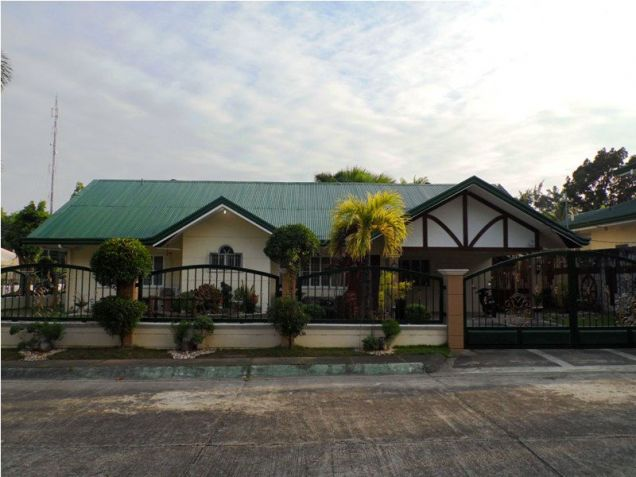 Corner Lot w/ Huge Yard House & Lot For RENT In Friendship Angeles City - 1