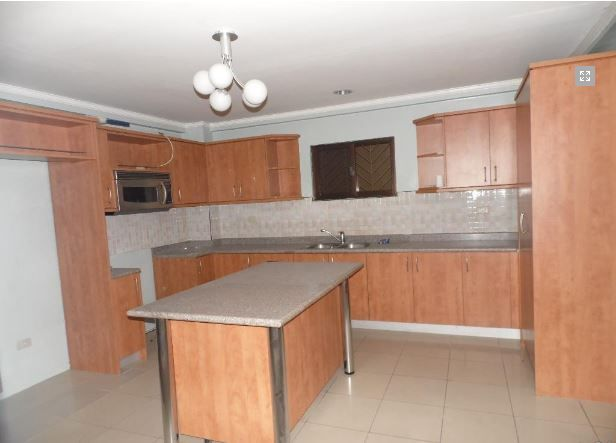 House with 4 Bedrooom in Balibago for rent - 2