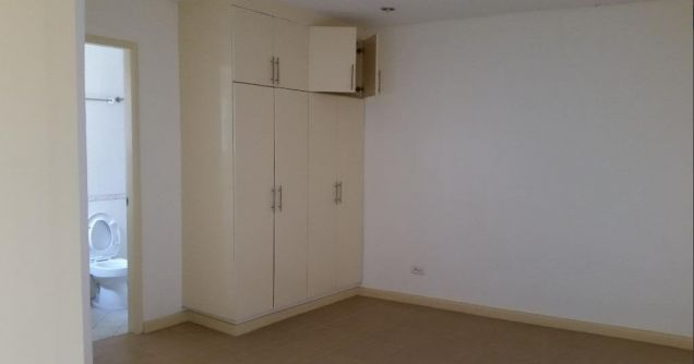 2 Bedroom Town House for rent - Walking Distance to Fields Avenue - 35k - 3
