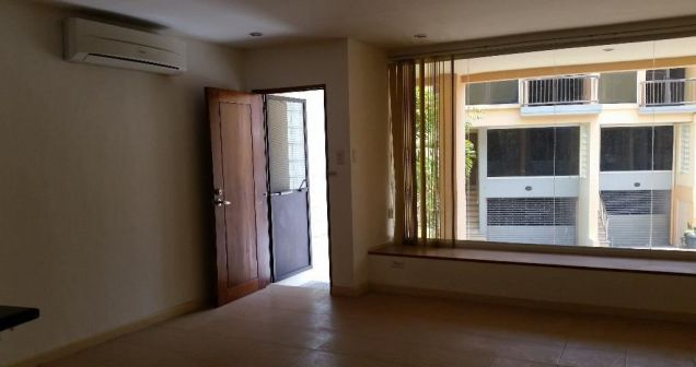 2 Bedroom Town House for rent - Walking Distance to Fields Avenue - 35k - 1