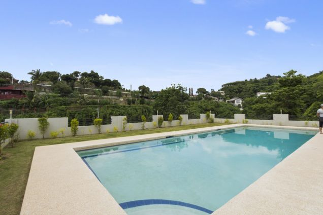 Spacious 7 Bedroom House with Swimming Pool for Rent in Maria Luisa Park - 4