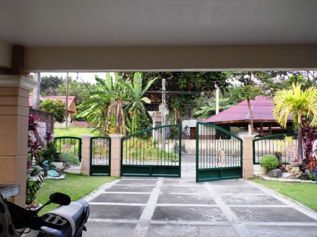 Corner Lot w/ Huge Yard House & Lot For RENT In Friendship Angeles City - 9