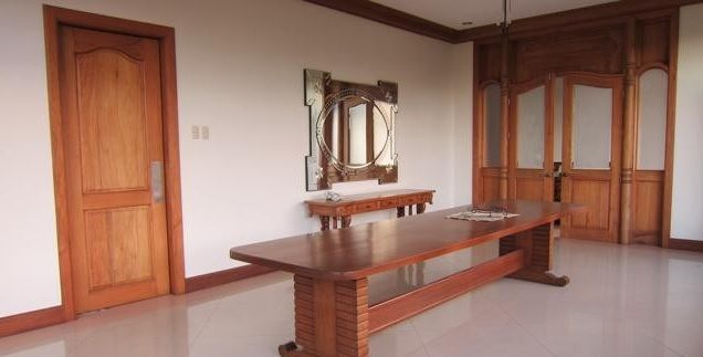 For Rent Five Bedrooms House with Pool in Maria Luisa Estate Park - 2