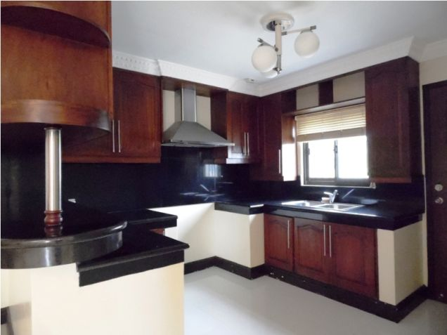 Modern House with 4 Bedroom for Rent in Hensonville Angeles City - 1