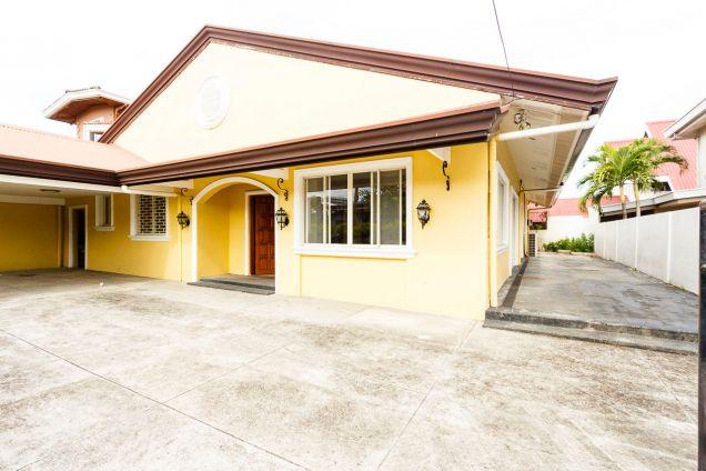 3 Bedroom House for Rent in Banilad Cebu City - 1