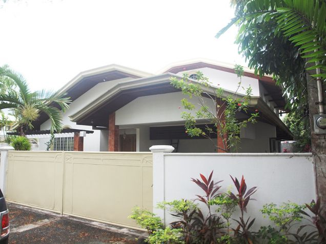 Ayala Alabang, 4 bedrooms with den and pool house for rent - 1
