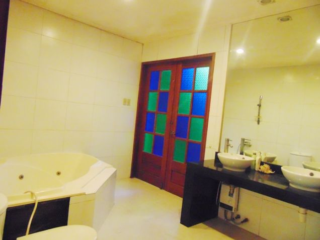 4 Bedroom Bungalow House with Swimming Pool for Rent in Banilad, Cebu City - 5