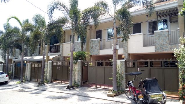 3-Storey Townhouse for Rent in Malabanias Angeles City - 0