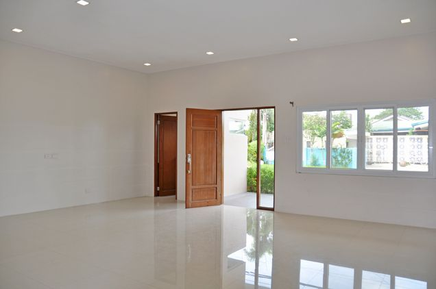 Banilad 4 Bedrooms Bungalow House in Exclusive Subdivision, P100K - 9