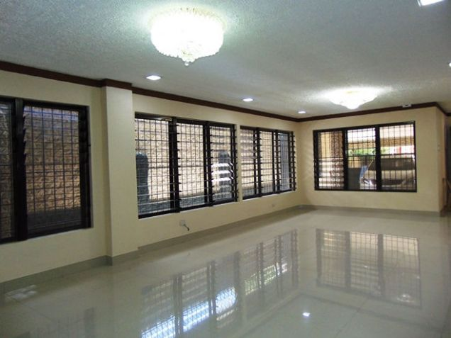 House for Rent 5 Bedrooms in Mabolo, Cebu City - 3