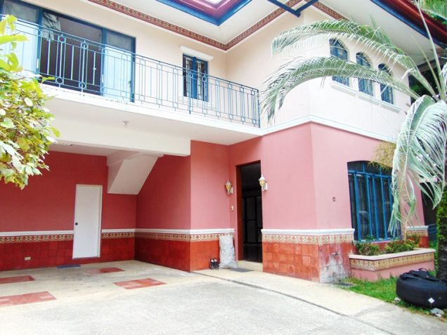 House for Rent in Banilad Cebu City 3-Bedrooms Furnished - 0