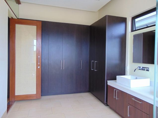 Semi Furnished House For Rent 3 Bedrooms in Banawa Cebu City 300 sq.m. floor area - 9
