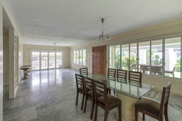 Semi-Furnished Spacious House for Rent in Maria Luisa Park - 0